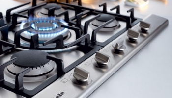 What's the differences between gas and electric cookers?
